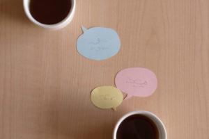 コーヒカップと吹き出しの付箋